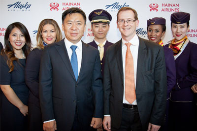 Vice President of Hainan Airlines Hou Wei and CEO of Alaska Airlines Brad Tilden took a group photo with crew members of both airlines